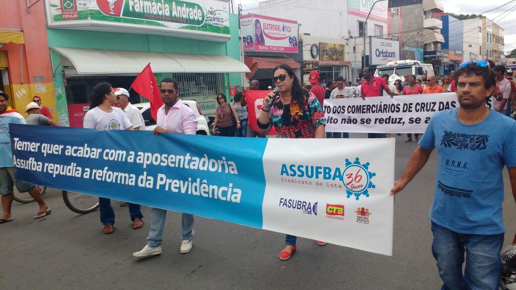 Na UFRB, coordenação da Assufba e técnico-administrativos saem em passeata por direitos