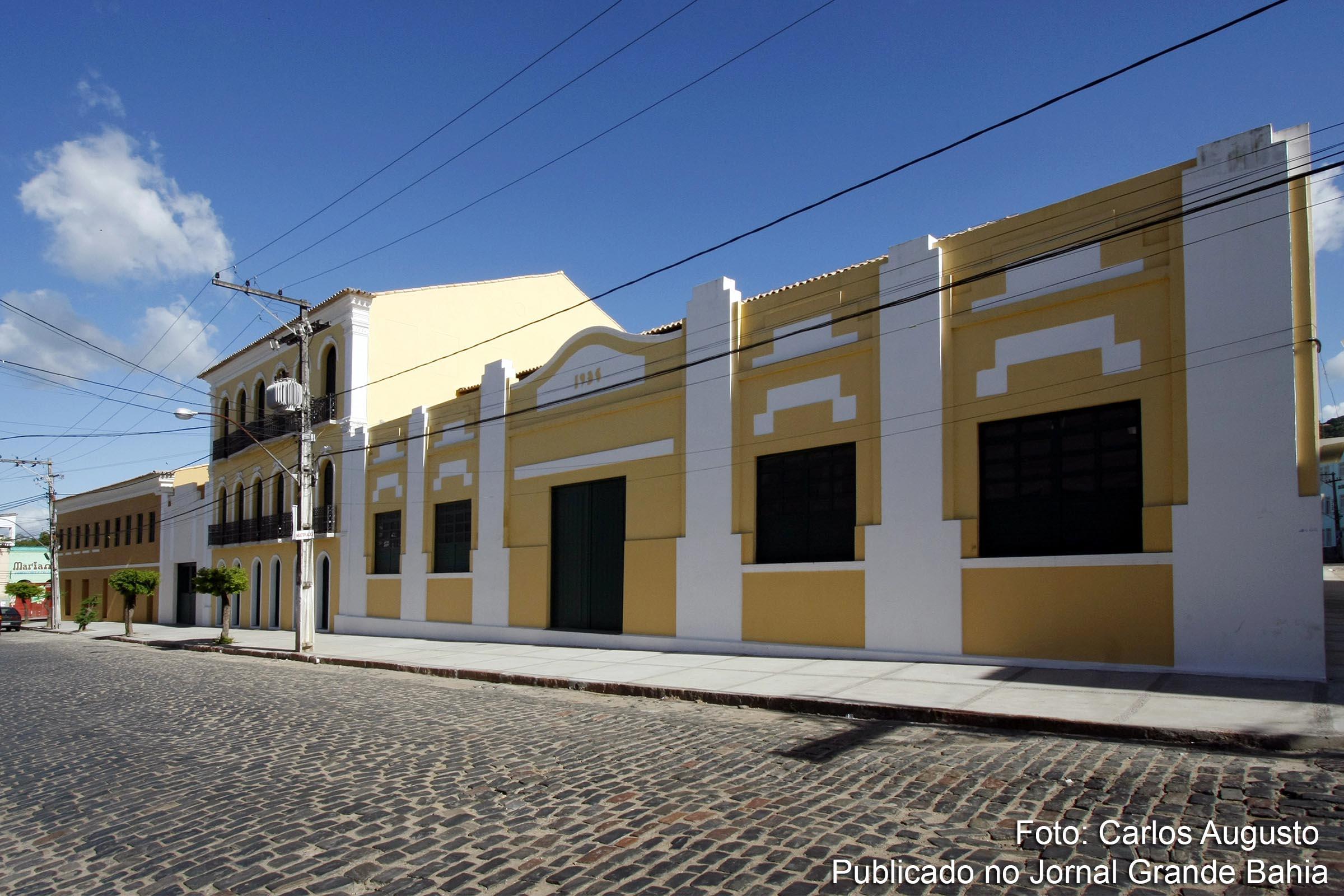 Fachada da sede do Centro de Artes Humanidades e Letras (CAHL)
